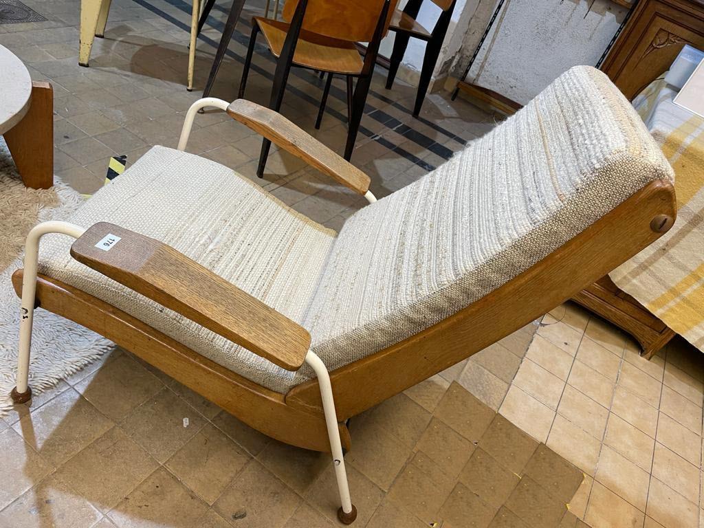 une-paire-de-chaises-standard-jean-prouve-