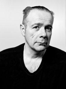 Thierry Ehrmann Scultore, plasticista, fondatore e presidente di Artprice.com e Groupe Serveur